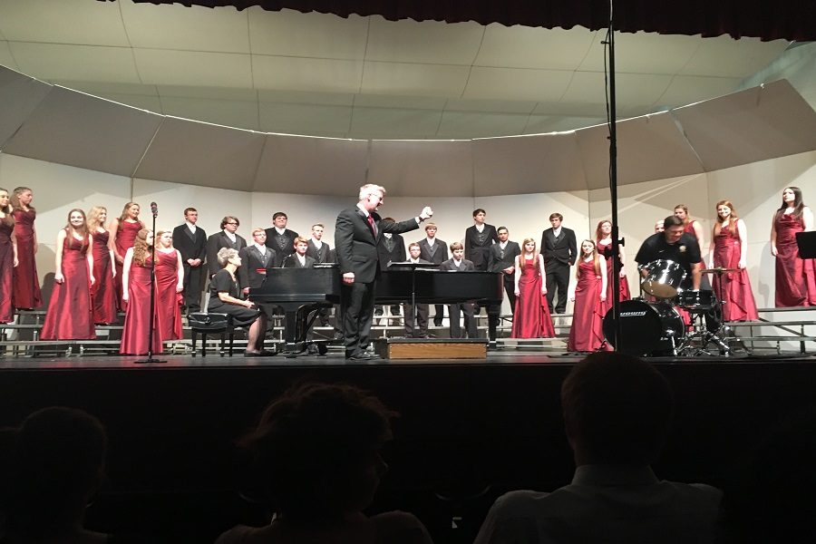 Spring concert recognizes senior achievements