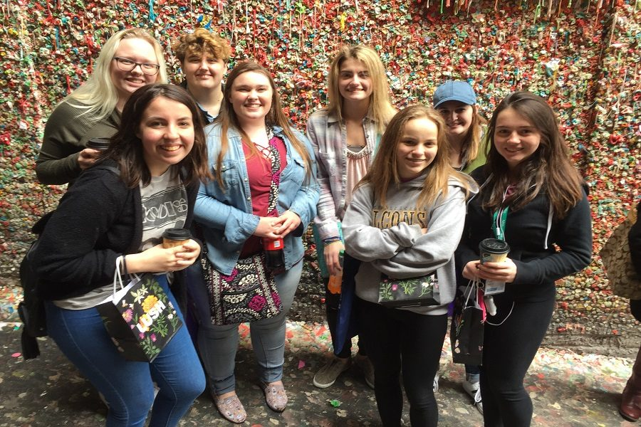 Journalism+students+went+sightseeing+in+Seattle+after+their+conference.+