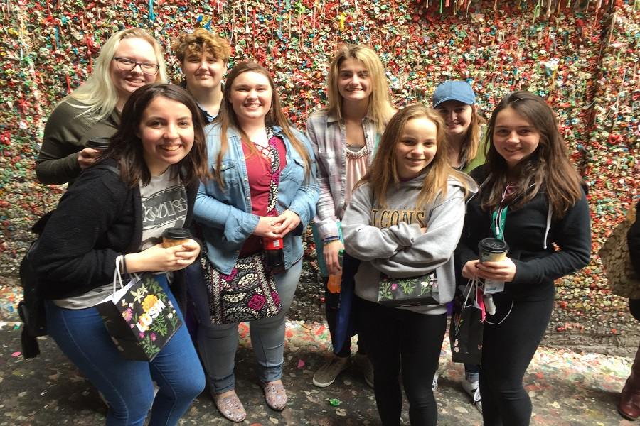 Journalism students went sightseeing in Seattle after their conference.