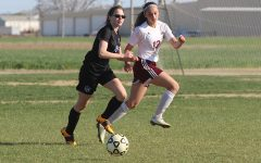Girls soccer falls to Garden City