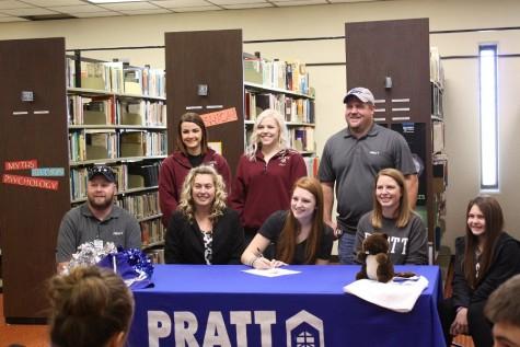 Senior Courtney Ellis signs to Pratt for Cheerleading
