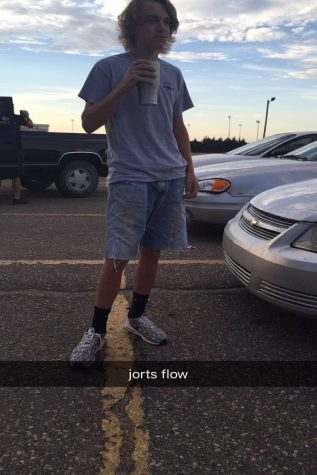 Students join in on jorts trend