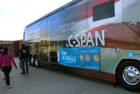 Students exit the C-SPAN bus.