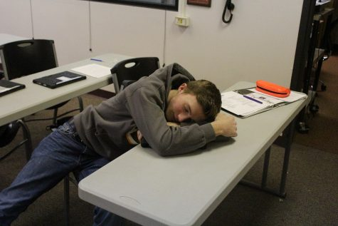 Students discuss differing sleeping habits