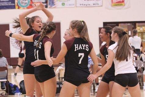 Indian Volleyball goes 3-2 at Holcomb Invitational