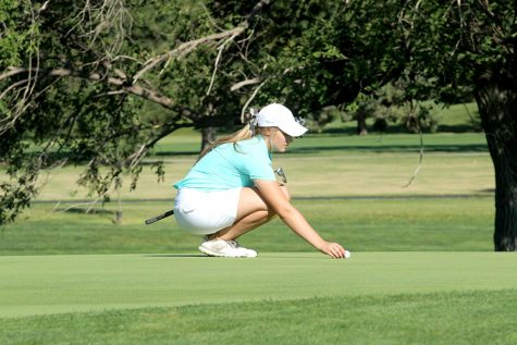 Senior Karee Dinkel breaks school golf record