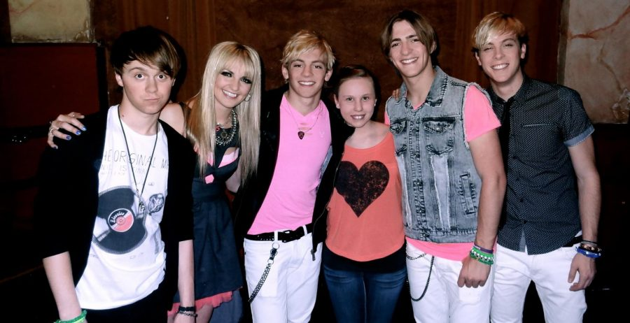 Junior+Zoe+C.+Martin+poses+with+the+members+of+R5+at+a+concert.+Martin+attended+the+R5+concert+when+she+was+11+years+old.